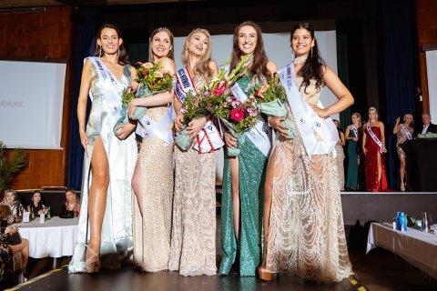 MISS NORWAY: Lørdag ble Miss Norway kåret. Angelika Catharina Dybendal Kristiansen (til venstre) har bodd på Gjøvik og har i sommer jobbet i Gjøvik. Hun havnet på andreplass.