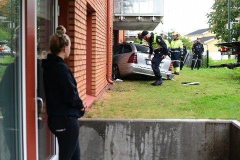 SJOKKERT: Mathilde Trondsen kunne nesten ikke tro at det sto en bil inn i naboleiligheten. – Jeg er sjokkert, fastslår 23-åringen.