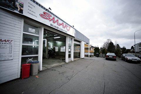 RISIKOBRANSJE: I 2009 fant politiet fem ulovlige innvandrere som sov på madrasser i denne vaskehallen i Ski. Bilpleie og bilverksted er pekt ut som en risikobransje og følges med lupe av myndighetene.