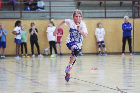 FULL FART: Slik feiret Lea Sivertsen Rygh sin tiende bursdag. Med knallhard trening på Kolbotn ILs håndballskole i Sofiemyrhallen.ALLE FOTO: Hen rik Aasbø