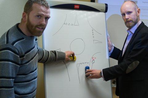 Jørgen Solbakk og Grim Ketil Nordhus mener at elevens trafikkunskaper er viktige nok til at det skal koste litt. FOTO: Mikkel Moland
