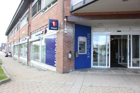 Det er ved minibanken til SpareBank1 at en dame på 71 år har blitt fraranet pengene hun tok ut. Foto: Vestby Avis.