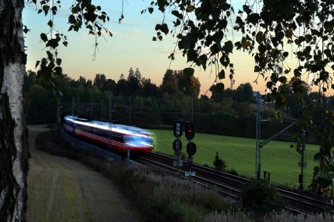 BUSS FOR TOG: Det vil pågå arbeider på Østfoldbanen og Østre linje i helgen.