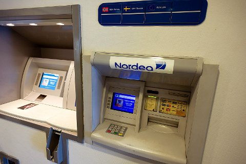 Nordeas sine to minibanker var tirsdag morgen tom for Euro. Foto: Ole Kr. Trana