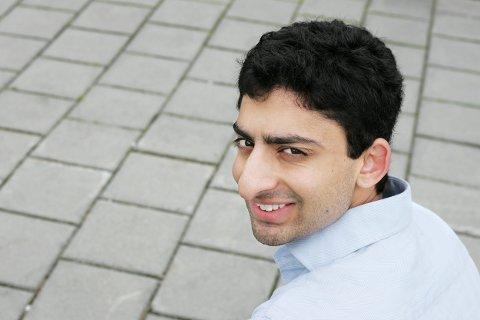 Ahmed Waleed (20) - en del av en duo som har blitt mangemillionærer på å finne opp solcellelader til Iphone.