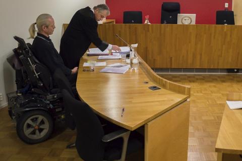 Får saken prøvet i domstolen: Pål Knappen Bye og hans forsvarer Jo Gjestvang.