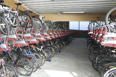 Sykkelhotell: Her fra sykkelhotellet på Lillestrøm stasjon som åpnet 10. oktober. foto: jan ivar bø