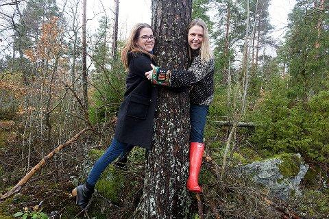 Millioner til vern: Solveig Schytz og Camilla Hille, begge fra Venstre, vil bruke 10 millioner kroner til prosjekt nasjonalpark i Østmarka. Foto: Ole Kr. Trana