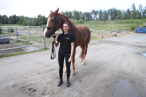Line Østli og hesten Roomy flytter til Tyskland.