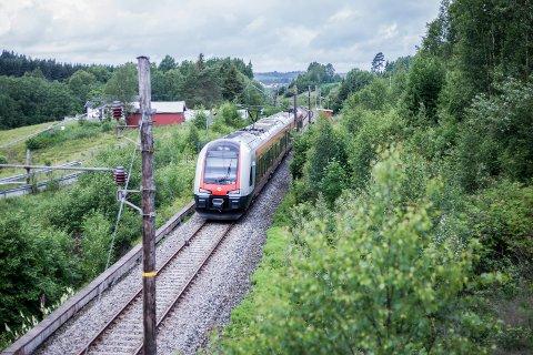 ERTMS-systemet skal innføres på alle toglinjene i landet. Foreløpig finnes det kun på Østfoldbanens østre linjer. Her fra en togtur mellom Skotbu og Kråkstad.