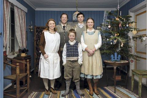 JUL: Familien Hille-Pedersen har fått smake seg igjennom årtier med julemat på TV2. Camilla Hille, Christian Pedersen og barna Elias, Jakob og Maja.