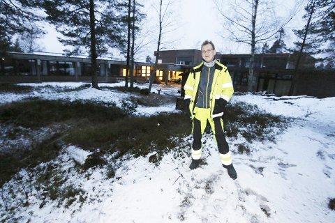 VEDLIKEHOLD: Martin Gjevik er en av vaktmestrene som kommer til å holde orden på stien.