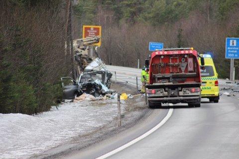 Fra dødsulykken på riskvei 23 i februar.