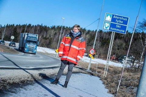 BOM I HVER ENDE: Et bomsnitt i hver ende av parsellen Retvet-Vinterbro er et av alternativene Statens vegvesen vurderer, forteller prosjektleder Elin Bustnes Amundsen.