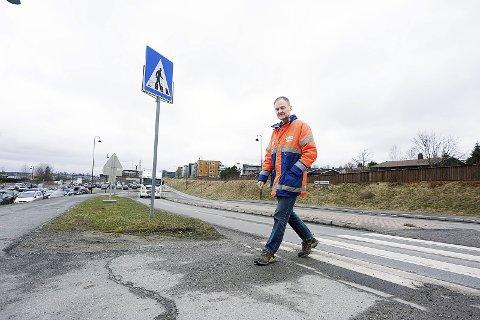 Jobber med saken: Morten Sandaker i Ski kommune, sammen med politiet og Statens vegvesen, jobber med en ny skiltregulering for Vestveien i Ski. foto: Ole Kr. Trana