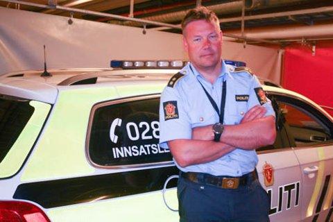 VIS RESPEKT: Seksjonsleder ved fellesoperativ enhet ved Øst politidistrikt Follo, Rune Isaksen, ber folk om å vise respekt for de involverte på ulykkessteder.