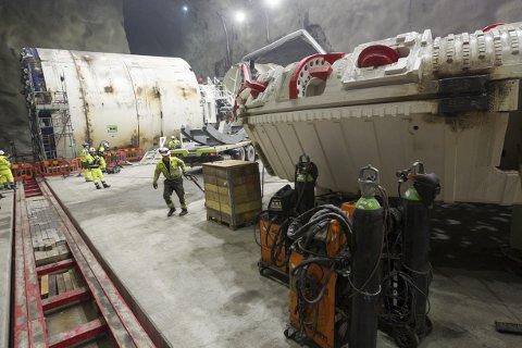 MASSIV: Bare borehodet veier 275 tonn. Det kreves enorme mengder strøm for at maskinene skal klare å knuse seg vei gjennom berg og stein. En maskin vil bruke cirka seks millioner watt. Totalt vil de fire maskinene ha et strømforbruk tilsvarende cirka 3.000 boligers årsforbruk.