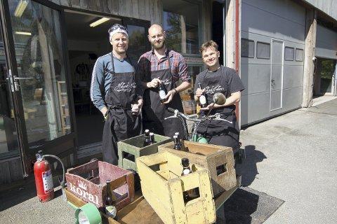 """Hobby ble bedrift: Den første 500-liters batchen med unik """"Birra"""", spesiallaget for den italienske restauranten i Son. Knut Magne Helland (fra venstre), Andreas Lydersen og Christian Hallan mente Son trengte et eget øl."""