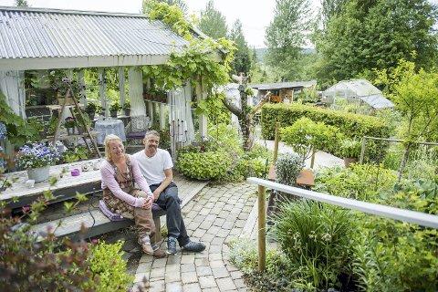 HAGEHYGGE: I Linda og Morten Dals hage kan du spasere mellom frodige vekster på brede brosteinsstier, eller ta deg en kaffe i en hagestuen. ALLE FOTO: Fredrik varfjell / NTB scanpix