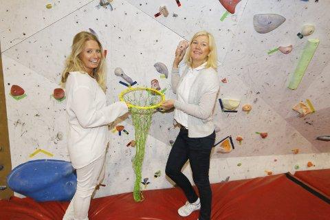 GLEDER SEG: Trine-Lise Skonnord (til venstre) og Kari Norum i Ski IL Alliansen håper på god oppslutning om aktivitetsdagene.   FOTO: STIG PERSSON