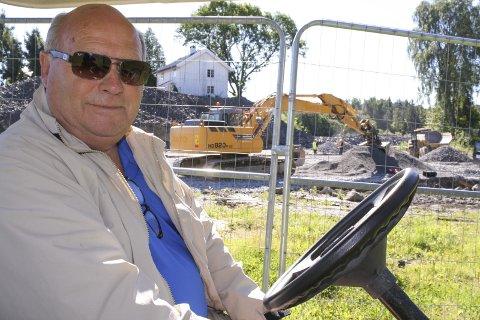 MYE SOM SKJER: Kjell Arne Bratli eier Kurud gård og Gjersjøen Golfbane. Det er mye som skjer på både gården og banen om dagen. Neste år vil en ny driftsbygning og renseanlegg være klart. FOTO: KARIN HANSTENSEN