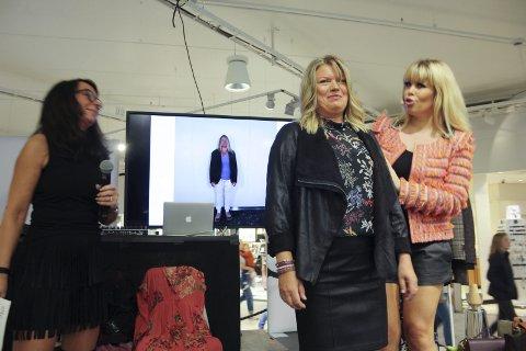 Forvandlingen: Siv Anker Eriksen er Ski Storsenters Personal Shopper og har sørget for at May-Lill O. Kristiansen fikk en totalt makeover. Moteekspert Marianne Jemtegård er begeistret over resultatet. Modellen selv er superfornøyd. FOTO: VIVI RIAN