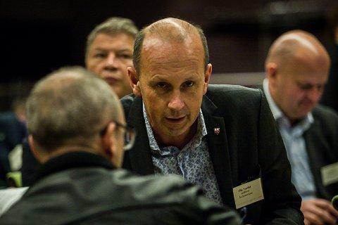 REAGERER: Ås-ordfører Ola Nordal (Ap) er overrasket over grensejusteringene fylkesmannen foreslår.