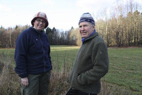 PROTESTERTE: Hilde Hammer Aukrust og Frank Westgaard sa allerede i 2013 nei til et ruvende høydebasseng i enden av dette området.