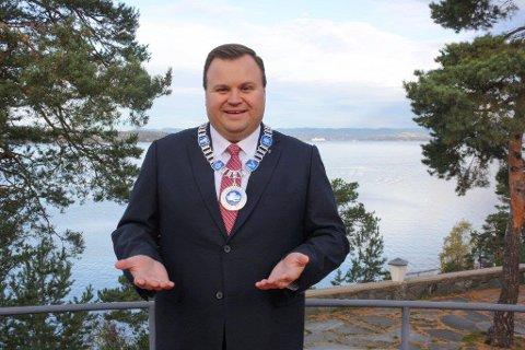 KLAR: Ordfører i Oppegård, Thomas Sjøvold ser frem til oppgaven med å vie folk, og regner med at mange ønsker å gifte sg her på Ingierstrand.