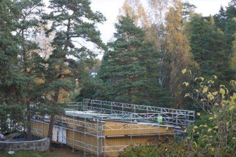 OPPUSSING: Badegjestene har forsvunnet, men håndverkerne har rykket inn på Ingierstrand Bad.