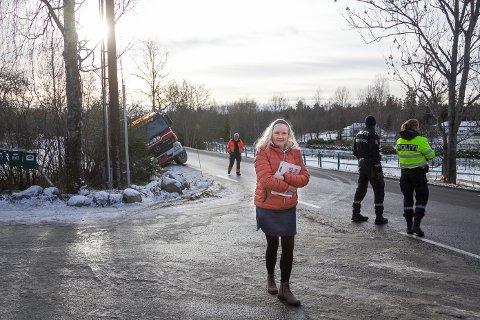 HAGEN: Janne Hansen har mistet tellingen på hvor mange biler hun har hatt i nn i hagen sin.