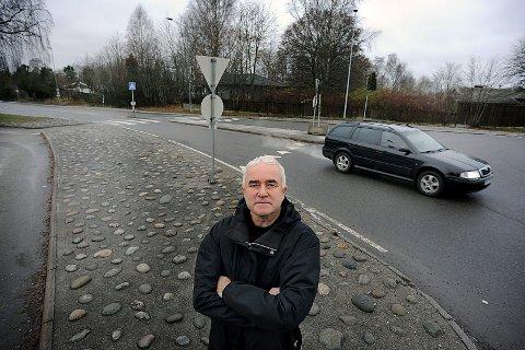 BEKYMRET: Helge Bunæs (H) er bekymret for fremtiden for de som bor på nordsiden av Kirkeveien.