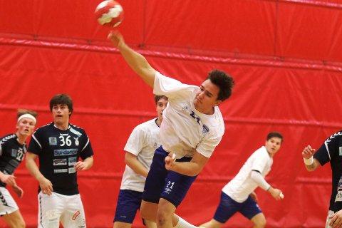 Marius Christiansen setter ballen i mål mot Falk Horten 2.