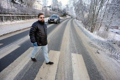 OVERKJØRT: Bård Hogstad (SV) og resten av politikerne i SKi ble overkjørt av Statens vegvesen, angående bredden på Kirkeveien.