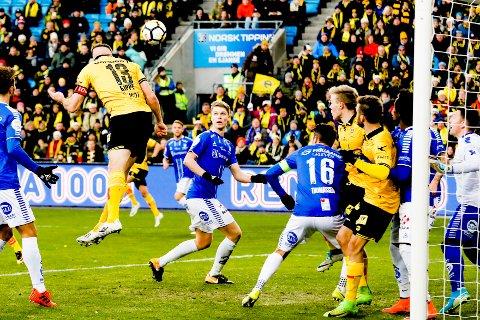 Frode Kippe scorer 3-1 målet under cupfinalen i fotball mellom Lillestrøm og Sarpsborg 08 på Ullevaal Stadion i desember 2017.