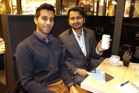 BAK MÅL: Mohammad Rizvi og Amandip Sangha synes det er hårreisende at mange pasienter må vente elleve måneder på å få hudlegekonsultasjoner.