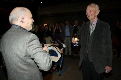 JUBILEUM: Lars Elton og Odd Tandberg møttes under Tandbergs jubileumsutstilling i Ås i april 2014.