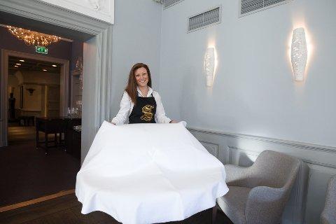 maria Suarez (19) fra Kolbotn. Hun er servitørlærling ved restauranten Statholdergaarden i Oslo.