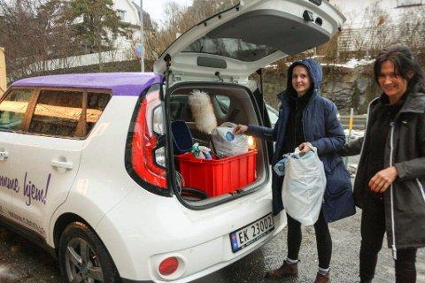 RYKKER UT: Joanna Rusak og Adriana Foca skal vaske mellom syv og ti hjem før arbeidsdagen er over.