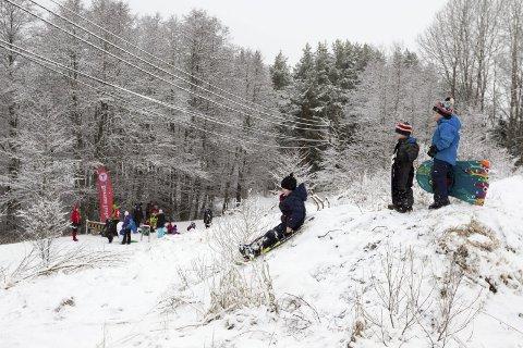 Full fart: På Oppegård golfbanen jublet Jo Emil Sverreng, Anton Enge-Torp og Einar Sverreng for snøen som dalte ned.