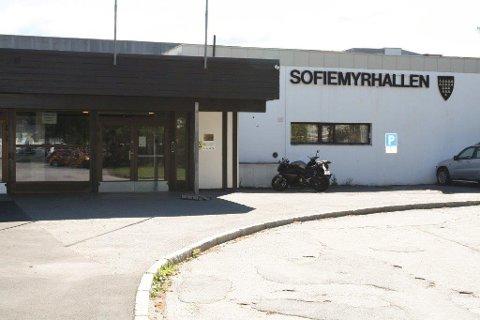 Sofiemyrhallen skal rives og erstattes med en ny. Nå kan realiseringen skje i samarbeid med Ski kommune.