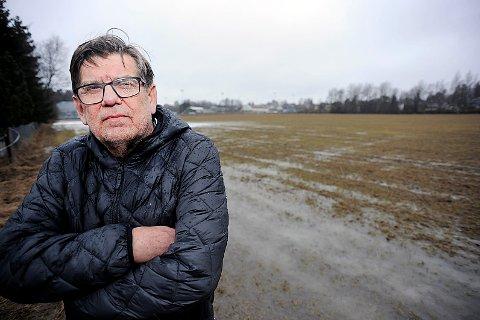 IKKE FORNØYD: Arne Norum er en av to grunneiere som kjemper kampen mot Ski kommune. Norum gleder seg stort til å møte kommunen i retten.
