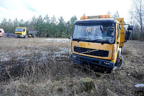 STÅR FAST: Disse bilene ved Støkkenbråten i Ås har stått avskiltet siden 2015. FOTO: Ole Kr. Trana