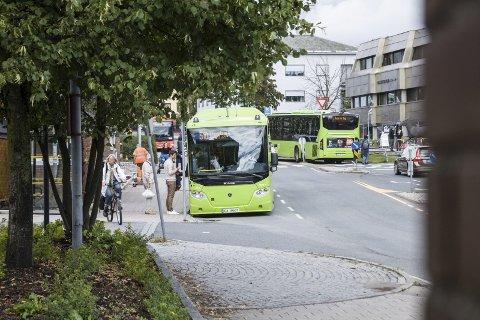 Skjerp deg: Bussjåføførene må skjerpe seg, og ta litt mer hensyn til passassjerene, mener innsenderen.  FOTO: ESKILD GAUSEMEL BERGE