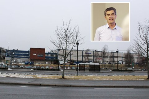 VIL BYGGE MYE: Andreas Thorsnes sier at de har planer om syv store blokker og totalt 350 leiligheter der Asola-bygget ligger nå.