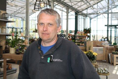 FORTVILER: Igjen er Langhus Hagesenter rammet av fiberbrudd. Innehaver Tore Kjønnås har nå sluttet å betale regningene fra Telenor.