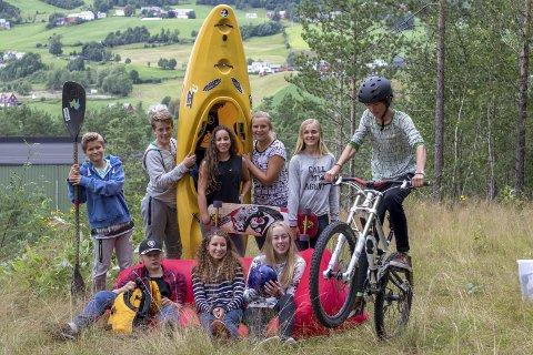 FIN GJENG: Trygve Vinorum Bennetsen (bak til venstre) sammen med de andre deltakerne i serien.