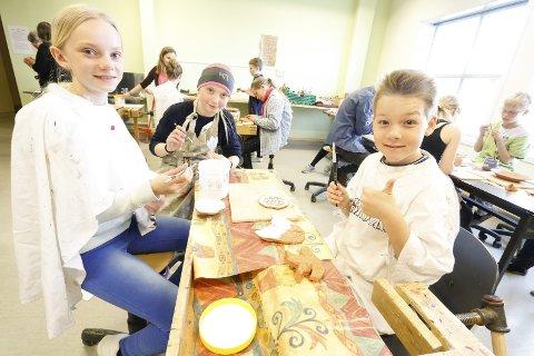 MORO: Femteklassingene synes det er kjempegøy med keramikk. Fra venstre Karina Walle, Amalie Ur og Vincent Rall.