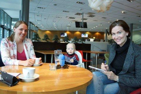 HJERNE-EKSPERIMENT: Karin Winnem trener opp hukommelsen ved hjelp av hjerneforsker Kaja Nordengen.