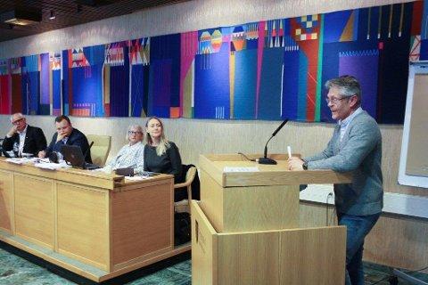 STILTE SPØRSMÅL: Svein Wøhni benyttet Kommunestyrets spørretime til å får ordførerens kommentar til hotellplanene på The Well.